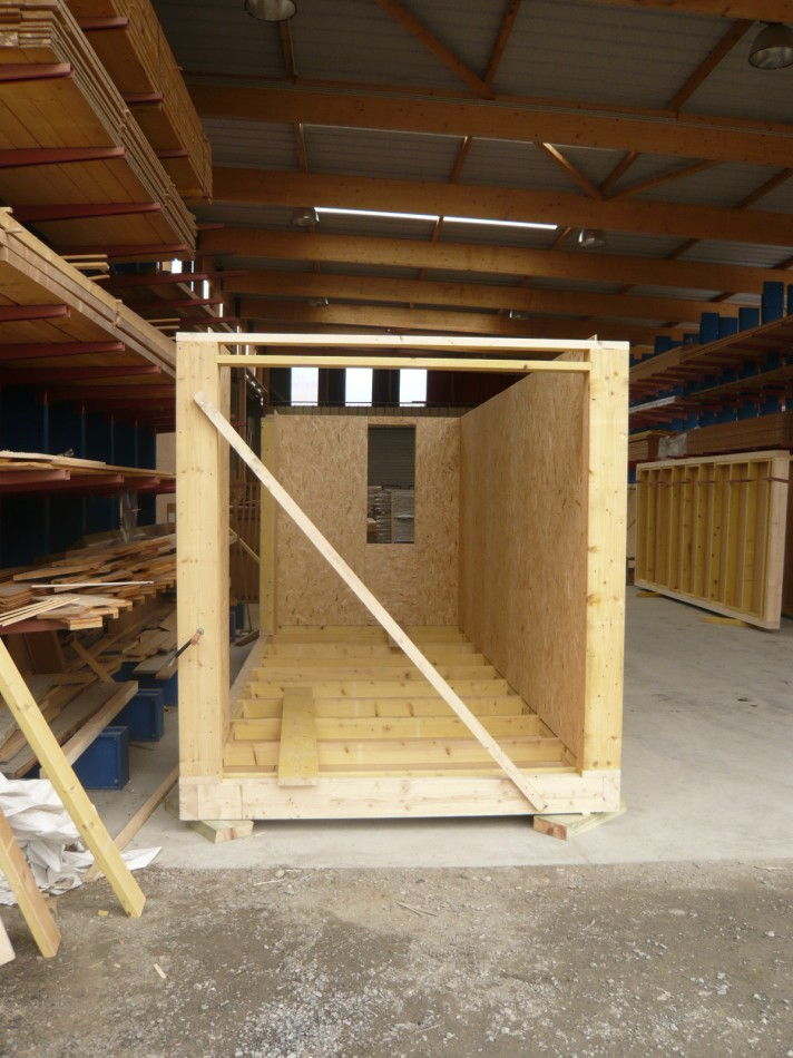 Construction showroom en containers bois container bois - Construction en container ...