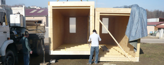 Construction showroom en containers bois container bois for Conteneur maison bois